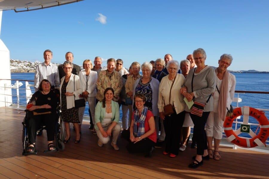 Reisegruppe an Bord der MSC Magnifica, Gruppenbild an der Reling