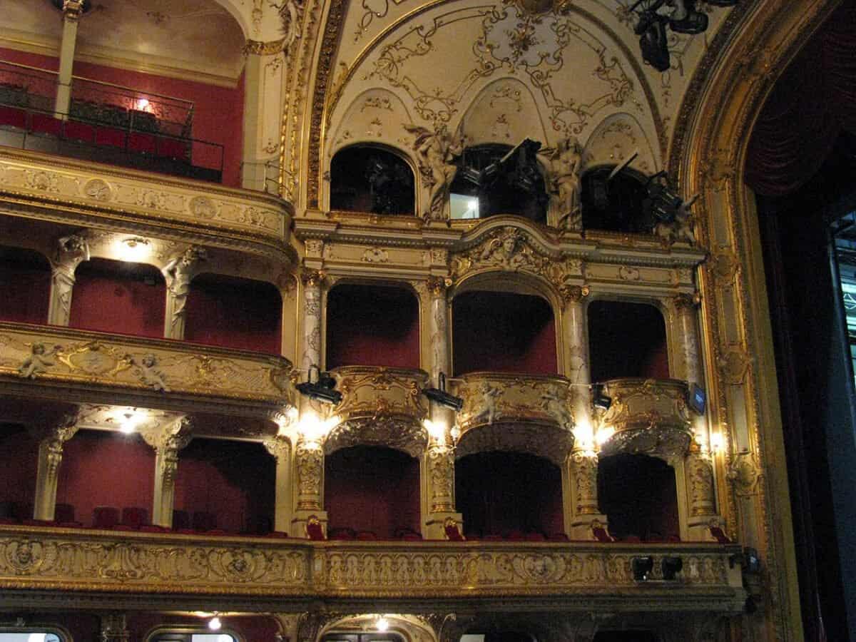 Opernhaus